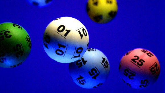 """UK Lottery common winning numbers"""